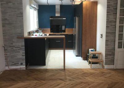 renovation-cuisine-meubles-electromenager-plomberie-carrelage-cuisine-ouverte-verrière