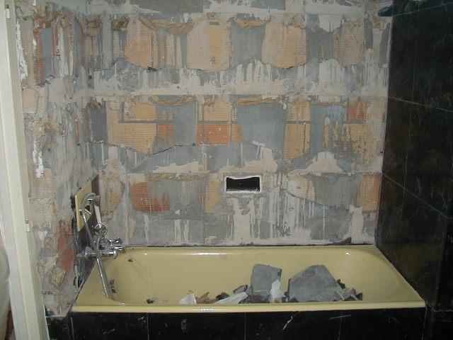 démolition-carrelage-mur-démolition-baignoire